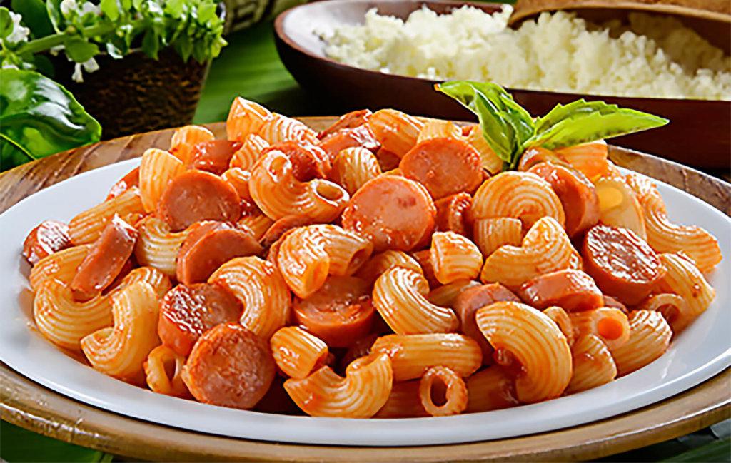 Coditos de pasta con salchicha Cunit