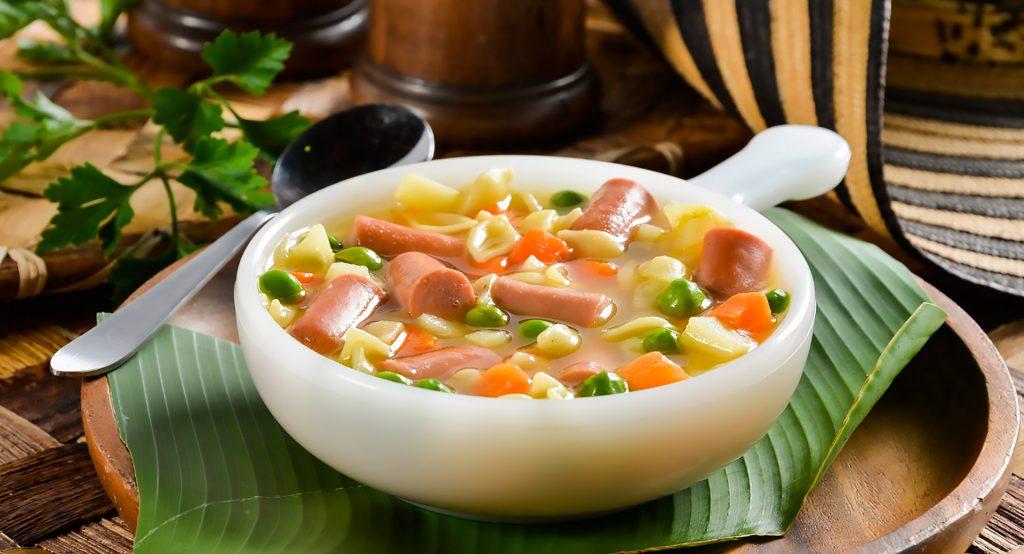 Sopa de verduras con salchicha Cunit