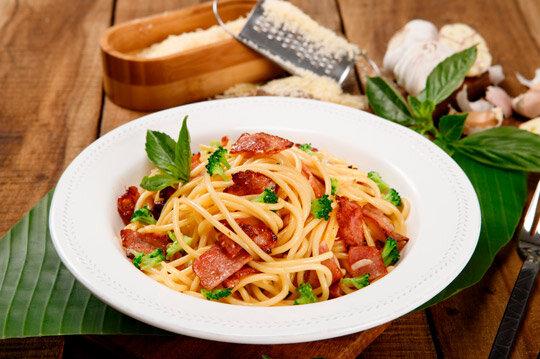 Pasta Carbonara con Tocineta